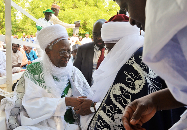 Governor Aminu Waziri Tambuwal paying homage to former Nigerian President, Shehu Shagari, at the Sokoto Central Eid praying ground during Eid-el-kabir prayers in the Seat of the Caliphate