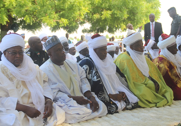 L-R: National Vice Chairman (North West) of APC, Malam Inuwa Abdulkadir, Speaker of Sokoto State House of Assembly, Hon Salihu Maidaji, Governor Aminu Waziri Tambuwal, Sultan Muhammad Sa'ad Abubakar and other Muslim faithful offering prayers at the Sokoto Central Eid ground to commemorate the 2017 Eid-el-Kabir sallah celebration in Sokoto