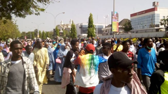 'Two injured' as police clash with Shi'ites in Abuja