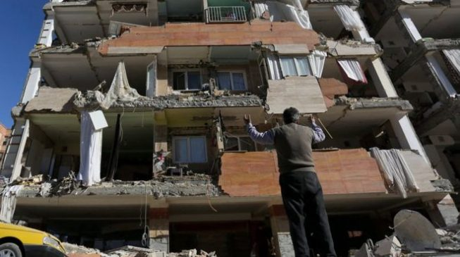 328 killed in Iran-Iraq earthquake