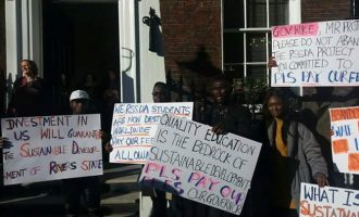 VIDEO: Stranded Rivers students confront Wike in London