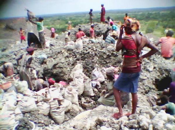 Women and children working in a lead mine in Enyingba