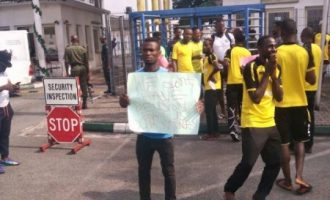 Rivers United players storm govt house to protest unpaid sign-on fees