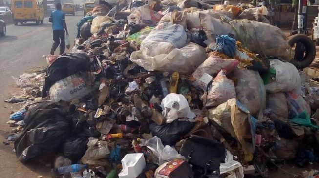 Lagos' growing refuse heaps