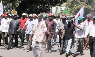 Kaduna teachers suspend strike