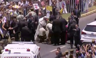 VIDEO: Pope Francis helps policewoman who fell from a horse in Chile