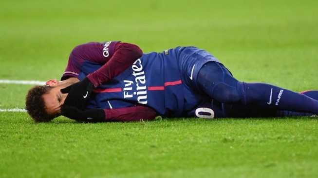 Injured Neymar fractures foot, set to miss Real Madrid clash