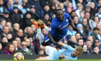Moses' Chelsea fall to dominant Manchester City