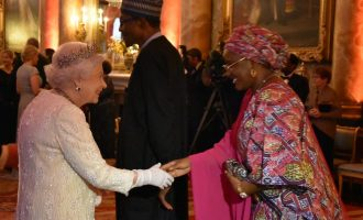 PHOTOS: Aisha Buhari meets the Queen at Commonwealth dinner