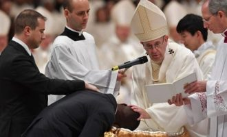 Pope baptises illegal Nigerian migrant who foiled robbery at Italian shop