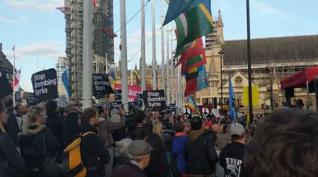 VIDEO: 'Who bombs for humanitarian reasons?' — protesters storm CHOGM 2018, ask UK to stop war in Syria