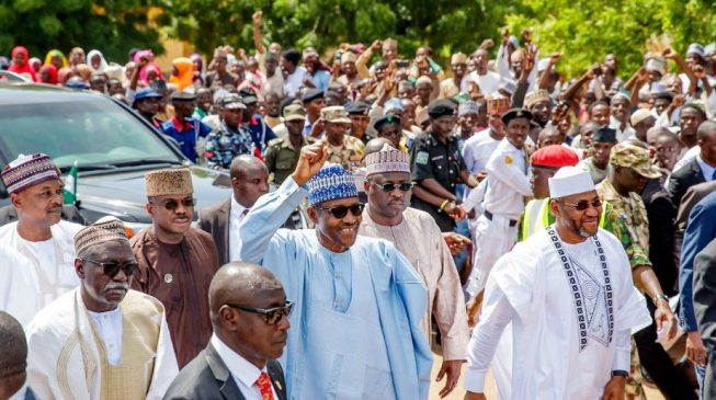 VIDEO: Daura residents cheer Buhari as he treks 800 metres