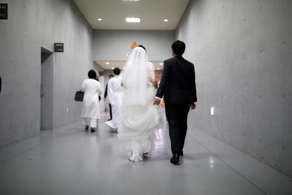 Thousands involved in mass wedding, vow renewal in South Korea