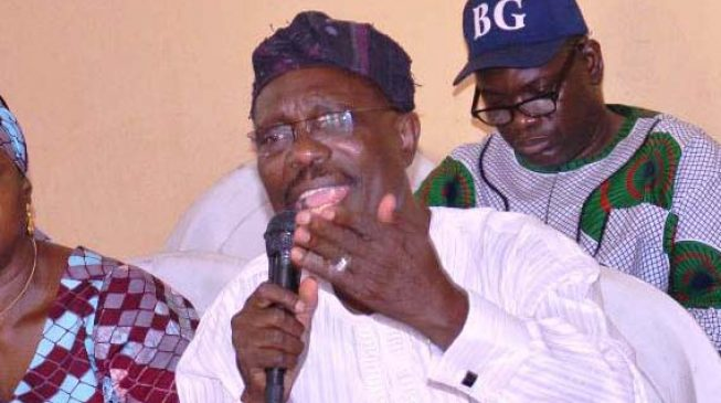 Lagos PDP chairman defects to APC with over '10,000 members'