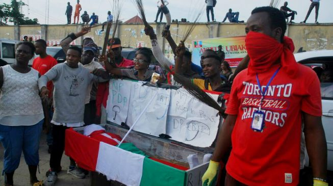 PHOTOS: Akpabio supporters 'conduct funeral' for PDP in Akwa Ibom