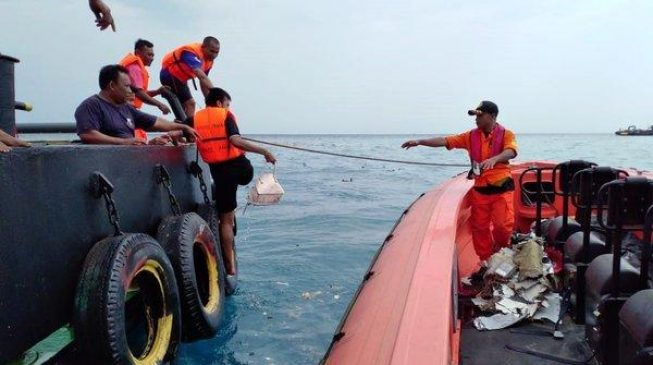 [BREAKING] 'Missing' Indonesian Lion Air Plane Found Crashed Into The Java Sea