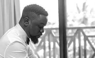 'Follow me back, I'm sorry' — Sarkodie ends feud with Yemi Alade