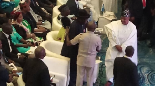 EXTRA: Oshiomhole causes stir at Jonathan's book launch