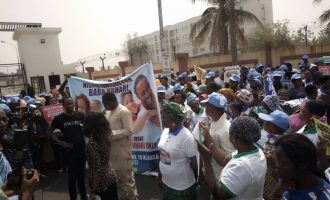 '5,000 families' in Lagos hold reelection rally for Buhari