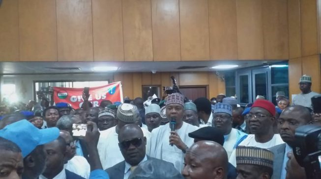 VIDEO: Aggrieved national assembly workers boo Saraki