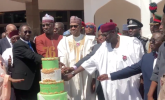 VIDEO: Minsters, SGF join Buhari as he cuts 76th birthday cake