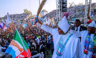 PHOTOS: Massive crowd welcomes Buhari to Kano