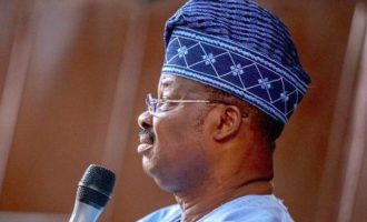 Ajimobi 'calls' for peace in APC after Oshiomhole's suspension