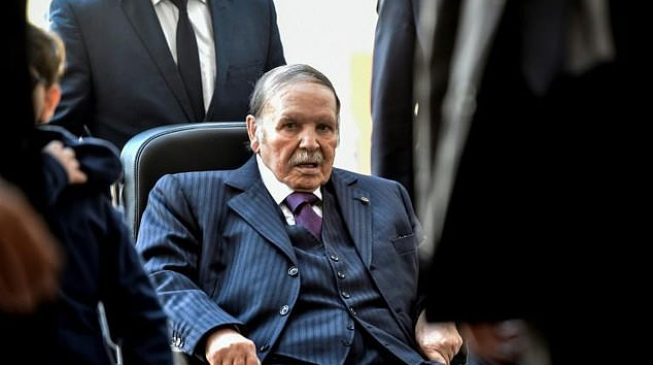 Algerian army chief asks for the presidency to be vacated