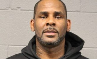 Woman who paid R. Kelly's bail receives 'bomb threat'