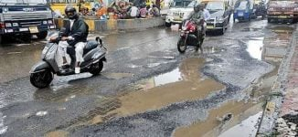 Lagos begins fixing potholes on 87 roads