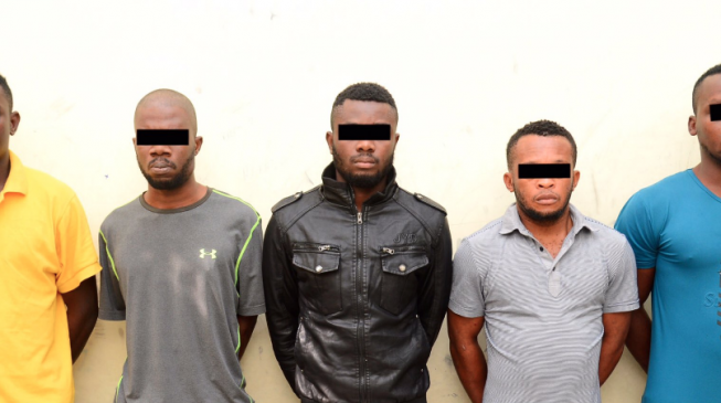 VIDEO: Five Nigerians captured robbing bureau de change in UAE