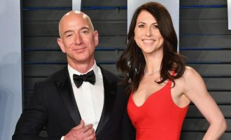 Jeff Bezos: World's richest man agrees $35bn divorce settlement with wife
