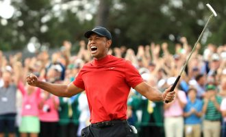 Tiger Woods wins first major title in 11 years