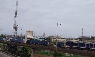 PHOTOS: Truck drivers flout Buhari's directive, block roads leading to Apapa