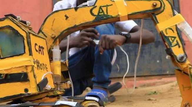This Nigerian teenager used syringe and laptop batteries to construct 'excavator'