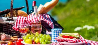 Short of date ideas? Here's how to plan a perfect romantic picnic