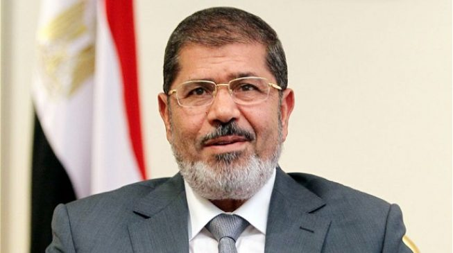 Morsi, Egypt's ousted president, slumps and dies in court