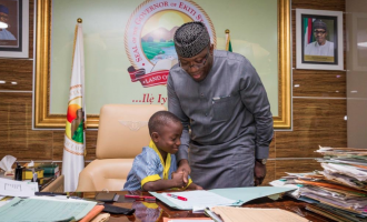 EXTRA: Fayemi steps aside for primary school pupil
