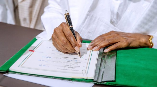 Finally, Buhari signs AfCFTA