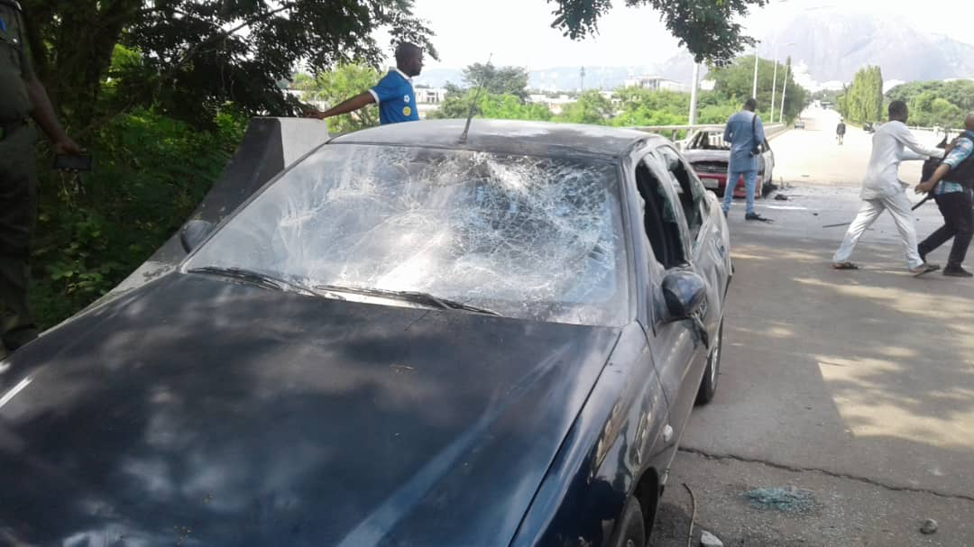 Shiites attack NASS2 - [PHOTOS] Shi'ites Storm National Assembly, Destroy Cars