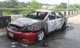 PHOTOS: Shi'ites destroy cars at national assembly