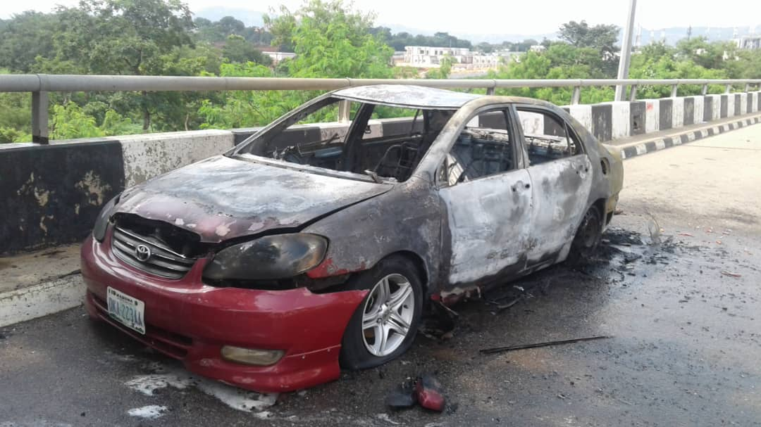 Shiites attack NASS7 - [PHOTOS] Shi'ites Storm National Assembly, Destroy Cars