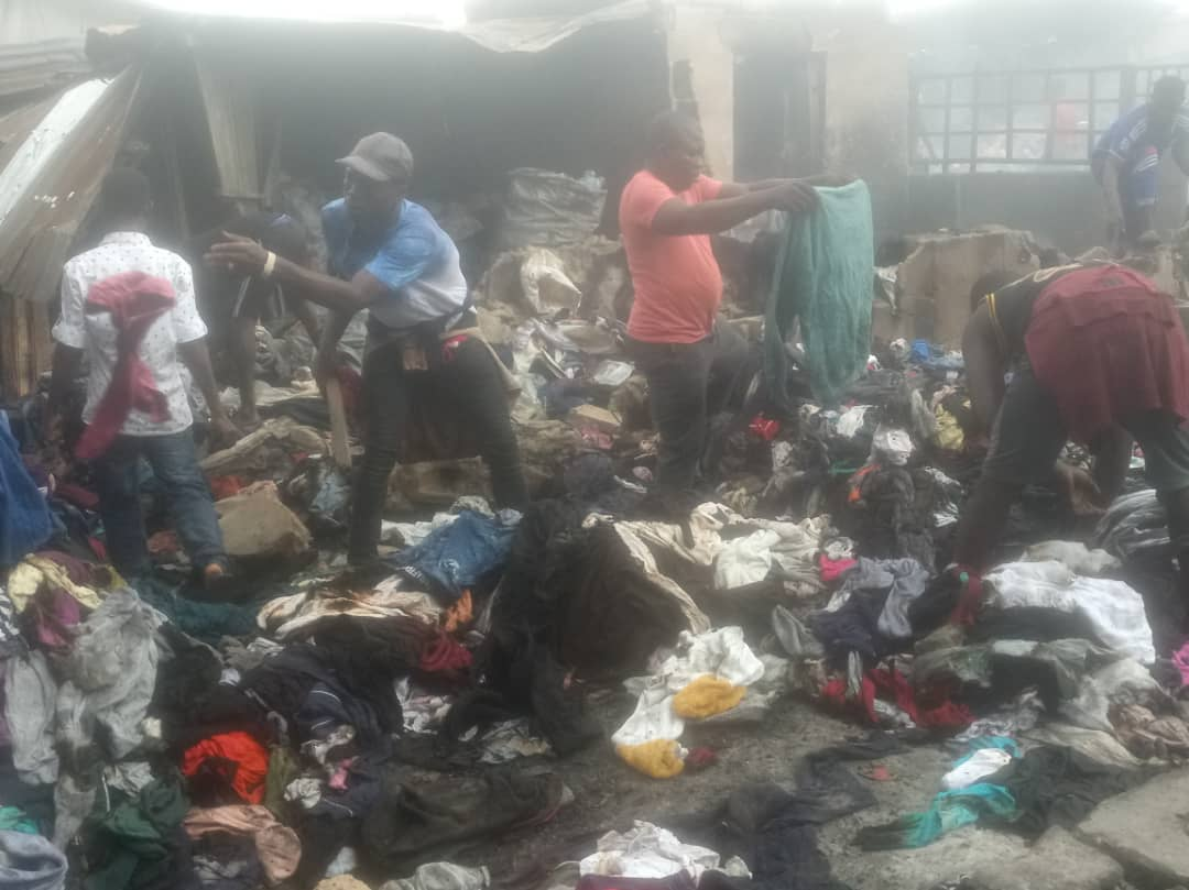 PHOTOS: Traders inspect wares after fire outbreak at Lagos market - TheCable