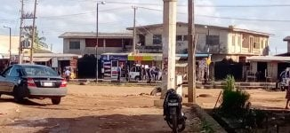 Soldiers storm community detaining policemen over death of Lagos trader