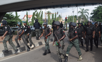 Gunshots as policemen, soldiers chase #RevolutionNow protesters from Lagos stadium