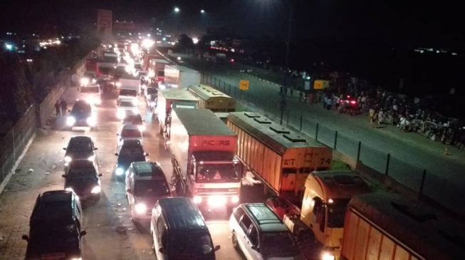 PHOTOS: How an accident crippled traffic across Lagos for 6 hours