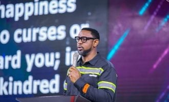COVID-19: Fatoyinbo stages giveaway for single mothers, corps members