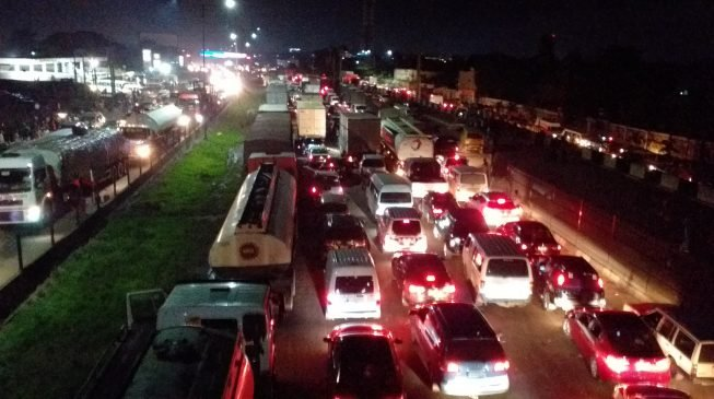 'I left my footprints on 3MB', 'I'll get home before dawn' – reactions to Lagos traffic lockdown
