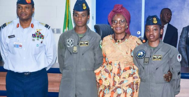 Air force decorates female combatant pilots