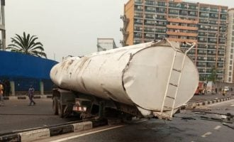 Fuel tanker accident causes gridlock in Victoria Island